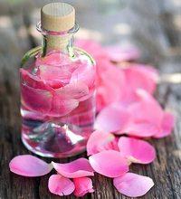 Вода из лепестков роз